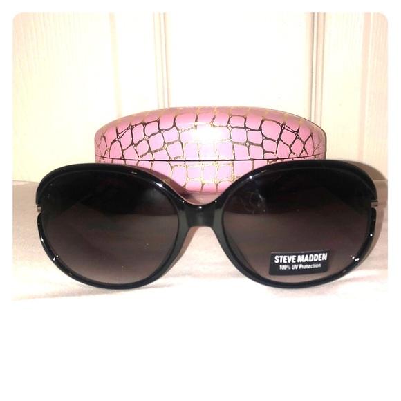 Steve Madden Accessories - 🕶NWT Steve Madden Sunglasses & Case🕶